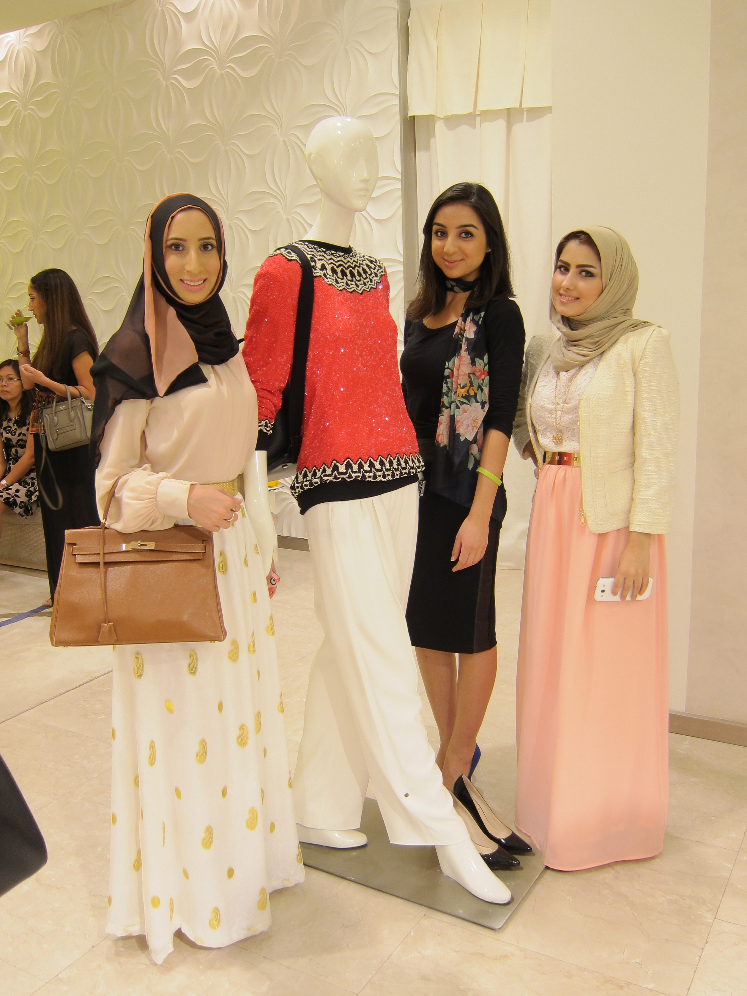 Photo with female mannequin