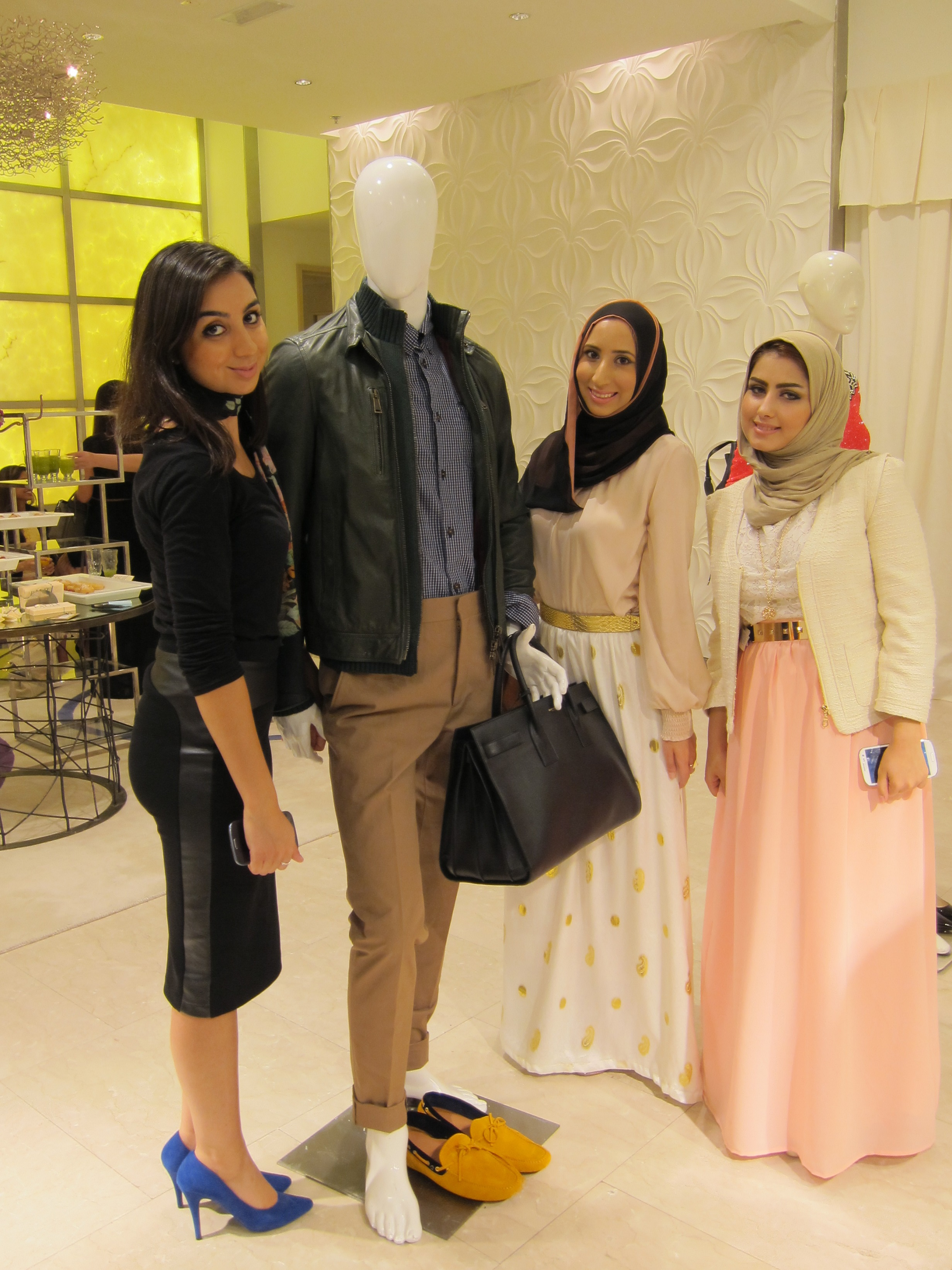 Photo with male mannequin